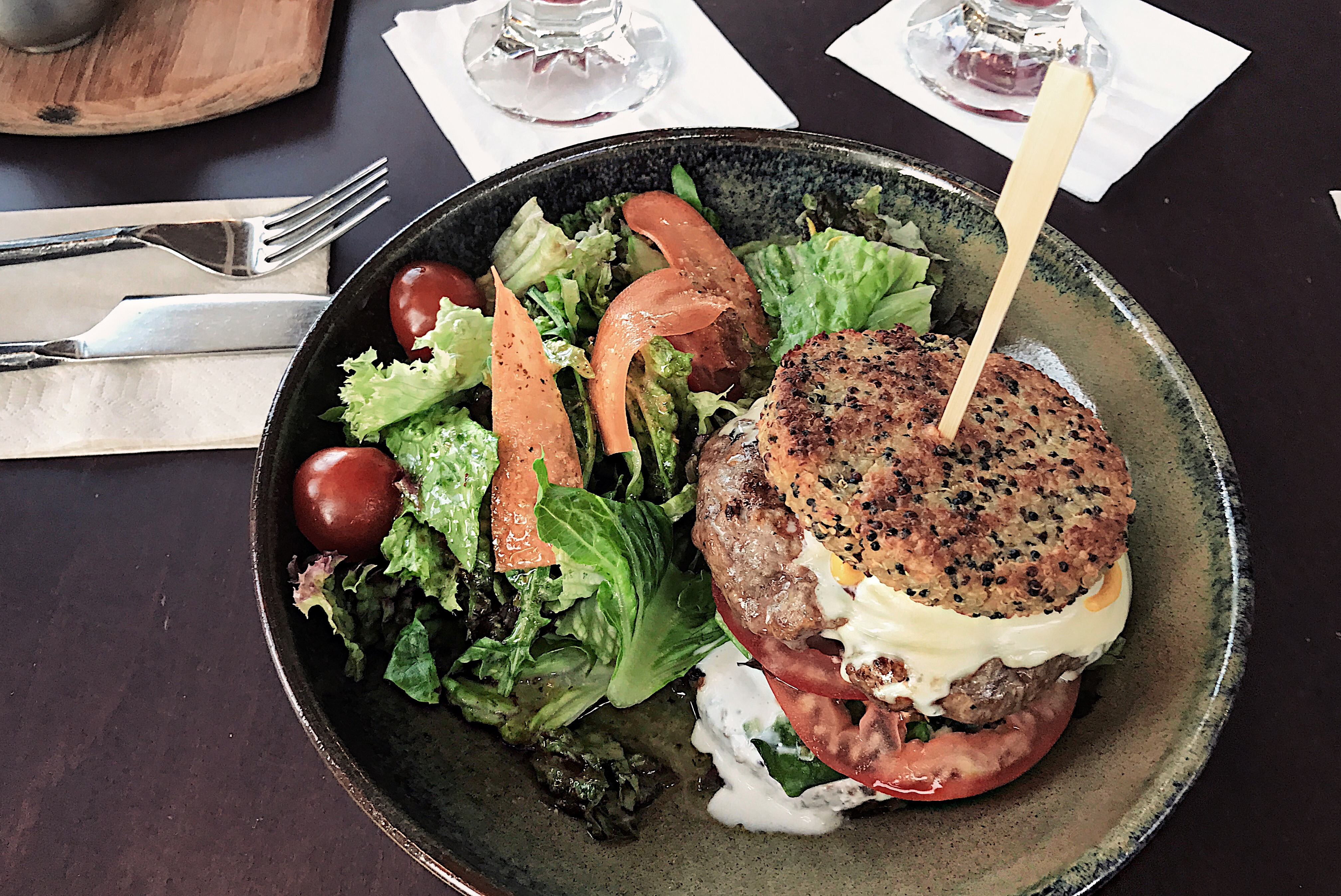salad_and_healthy_burger